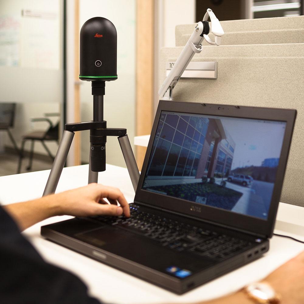 Leica BLK360 mit Laptop