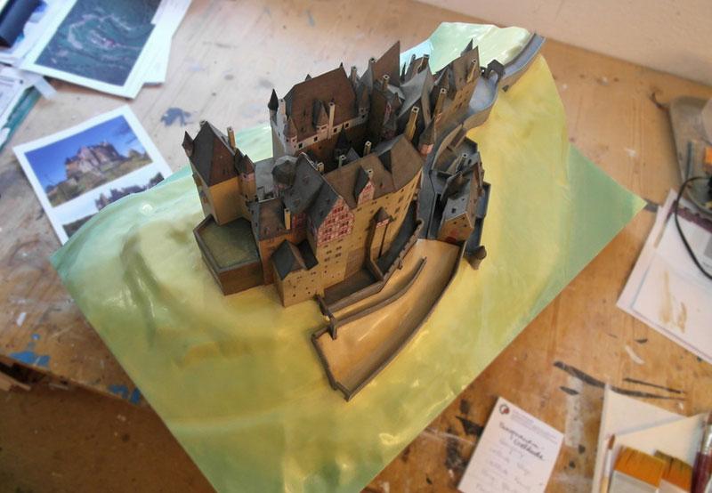 Burg Eltz Modellbau Arbeitsfoto