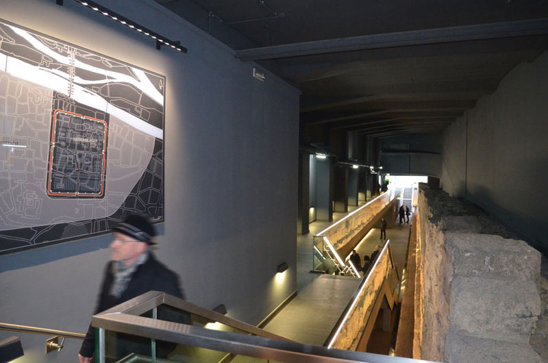Römermauer Regensburg Legionslagermauer Ausstellung innen