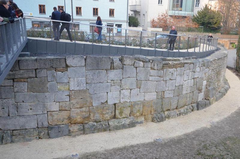 Römermauer Regensburg Legionslagermauer Dachauplatz aussen