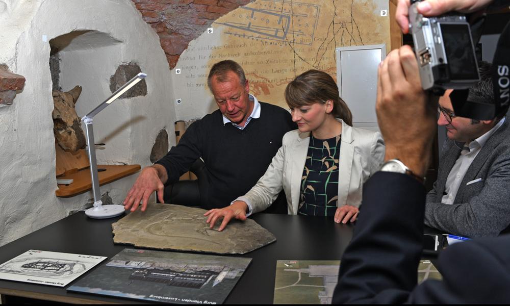 Bayerische Staatsministerin für Digitales, Judith Gerlach zu Besuch bei ArcTron 3D