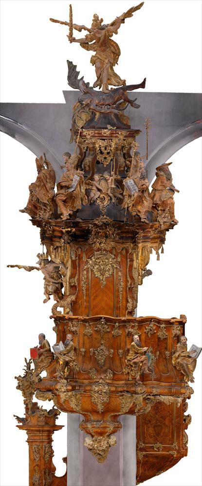 Eines der schönsten Stücke in der Kirche - die Kanzel, ein Meisterwerk des Bamberger Rokoko mit Figuren von Georg Adam Reuß 1751.
